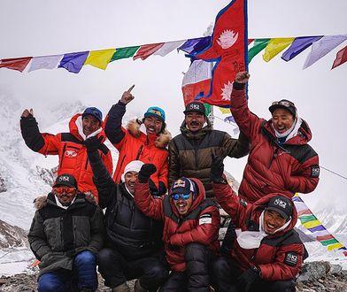 """K2 zdobyte zimą przez Szerpów. """"Tyle lat nosili plecaki innym wspinaczom"""""""