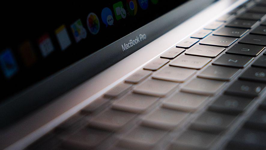 MacBook Pro 2021 może otrzymać nowe złącza i nie tylko. To znaczy, szykuje się zmiana projektu
