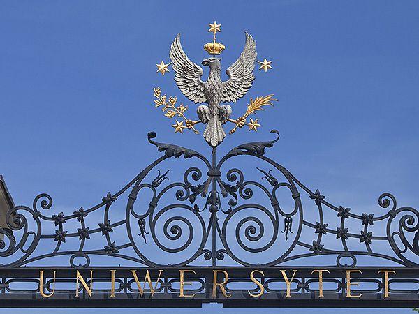 Fragment bramy Uniwersytetu Warszawskiego
