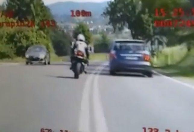 80 punktów karnych w 4 minuty. W Tarnowie pirat uciekał przed policją, teraz może skończyć w więzieniu
