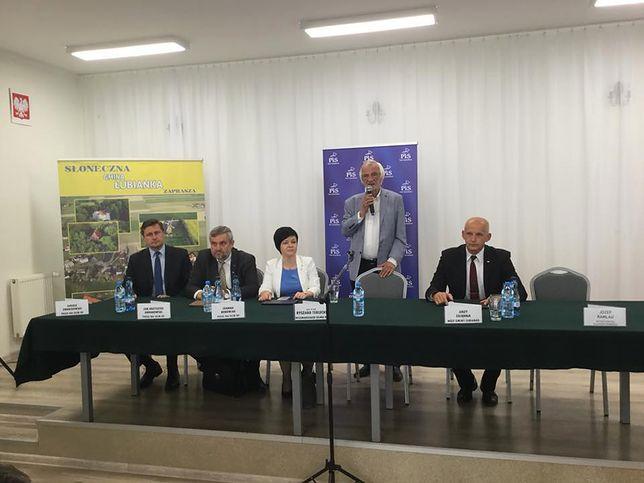"""""""Seksposeł"""" Łukasz Zbonikowski wrócił do łask partii. Promował PiS razem z wicemarszałkiem Ryszardem Terleckim"""