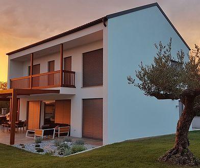 Atrakcyjne ceny budowy domów z prefabrykatów są jedną z najczęściej docenianych zalet tego budownictwa.