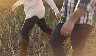 """""""Jak zatrzymać przy sobie faceta w 6 krokach"""". Internauta rozwścieczył kobiety"""