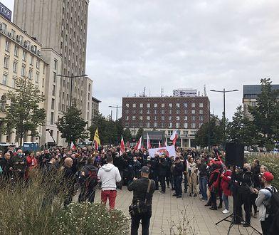 Warszawa. Protest antycovidowców. Buntują się przeciw pandemii