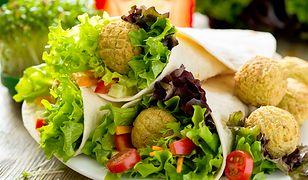 Jakość diety, a nie liczba kalorii, pomaga ludziom w zrzucaniu i kontrolowaniu ich wagi.
