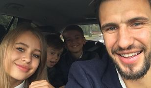 Jarosław Bieniuk z rodziną w samochodzie