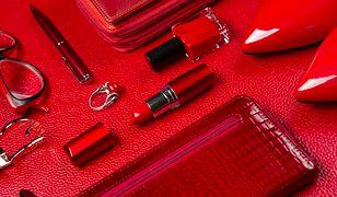 Czerwony portfel może być uzupełnieniem kolekcji czerwonych akcentów - są bardzo kobiece