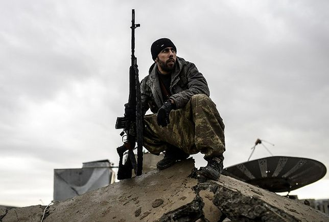 Kurdyjski bojownik w Kobane