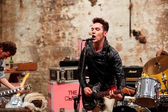 """Młodość, bunt, muzyka, The Clash. Obejrzyj oficjalny zwiastun filmu """"London Town"""""""