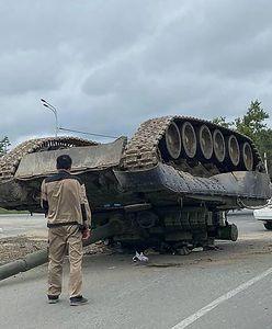 """Wojsko """"zgubiło"""" czołg. Dachował i tak już został"""
