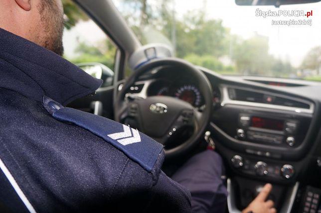 Śląskie. Policjanci z jastrzębskiej drogówki zatrzymali 54-latka za posiadanie narkotyków.