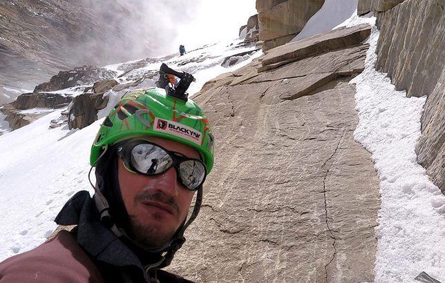 Adam Bielecki miał wypadek pod K2. Spadł na niego kamień