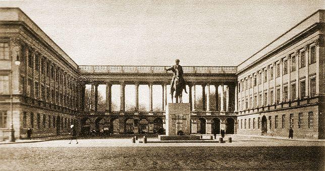 Pałac Saski znajdował się przy dzisiejszym placu marsz. Józefa Piłsudskiego w Warszawie