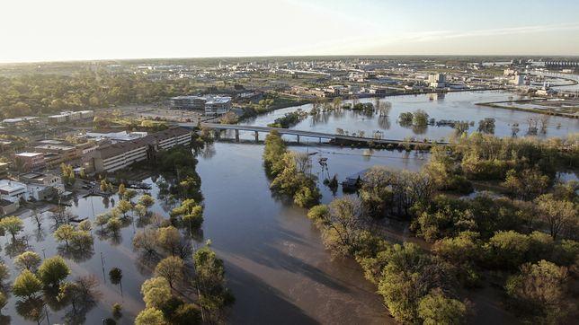 USA. Katastrofalne skutki powodzi w stanie Michigan. Tysiące domów mogą być pod wodą