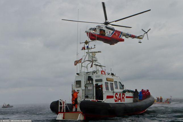 Akcja ratunkowa na Bałtyku. Przeciek na pokładzie kutra koło Dziwnowa
