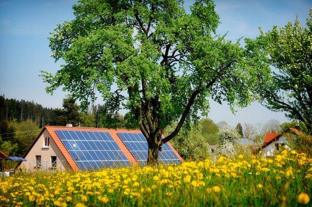 Wydajne ogrzewanie domu: połączenie pompy ciepła i kolektorów słonecznych