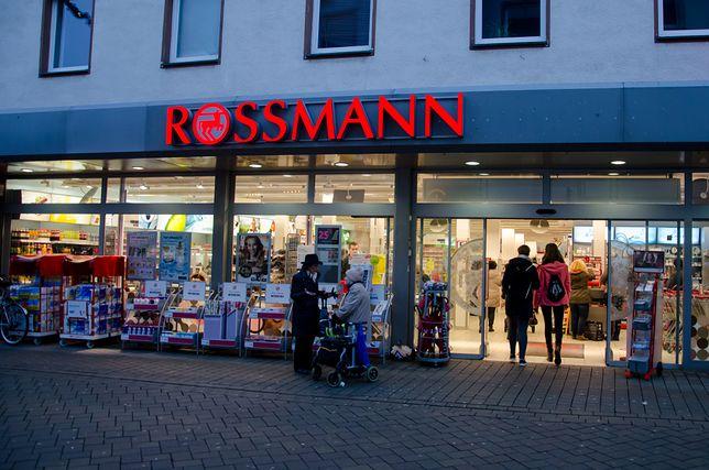 Rosmann promocja na październik 2018 już ruszyła. Tym razem o -55% obniżono ceny produktów do makijażu.