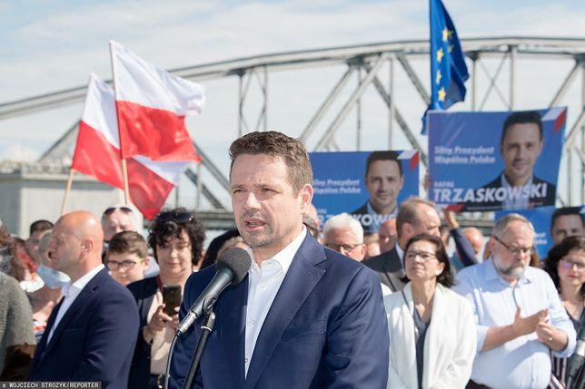 """Rafał Trzaskowski wciąż jest negatywnie pokazywany w """"Wiadomościach"""""""