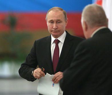 Władimir Putin w czasie głosowania