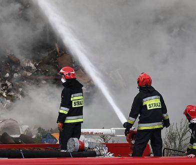 Koszarówka. Z ogniem walczy 9 zastępów strażaków
