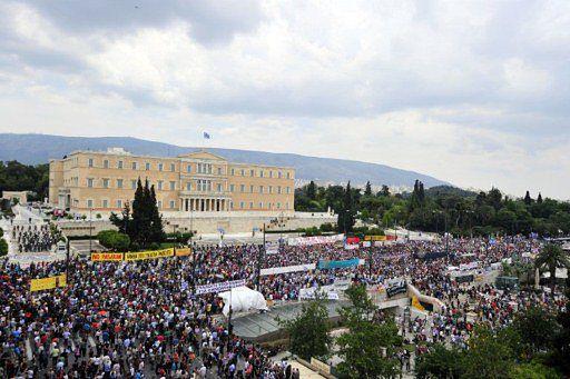 """""""Złodzieje, zdrajcy!"""" - ostre starcia z policją w Atenach"""