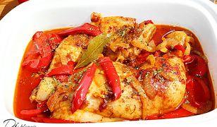 Kurczak duszony w sosie paprykowym. Miękki i aromatyczny