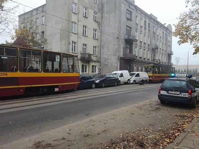 Do szpitala trafiła 67-letnia pasażerka jednego z aut osobowych.