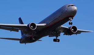 Pasażerowie musieli opuścić samolot na czas przeszukania