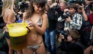 Piwo czy striptiz? Wybieraj!