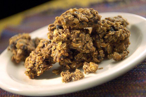 Przepis na ciasteczka owsiane bez pieczenia. Przygotujesz w 15 minut