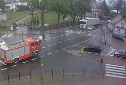 Wypadek w Sokółce. Wóz strażacki uderzył w dom