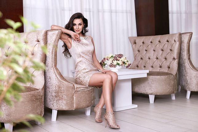 Efektowne sukienki na sylwestra. Modne inspiracje do 100 zł