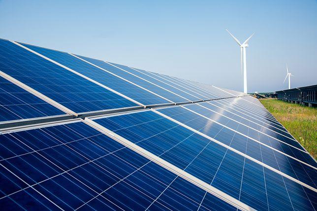 Słonecznych godzin w ciągu roku jest tyle, że pozwolą wyprodukować odpowiednią ilość energii i zredukować domowe rachunki za prąd o 80–90 proc