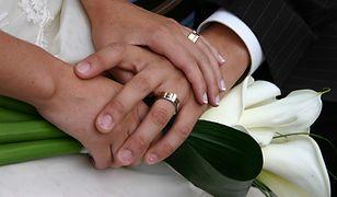 Śledczy stwierdzili, że w chwili udzielania ślubu samorządowiec miał nie mniej niż 2,4 promila alkoholu we krwi.