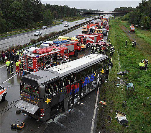 Zmarła kobieta ranna w katastrofie autobusu w Niemczech