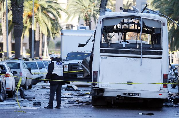 Autobus zniszczony w Tunisie