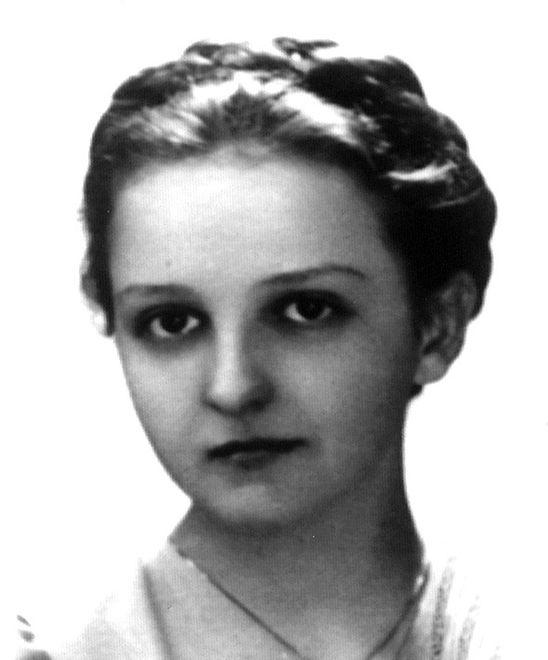 Irena Ćwiertnia zdjęcie pochodzi z Encyklopedii Medyków Powstania Warszawskiego
