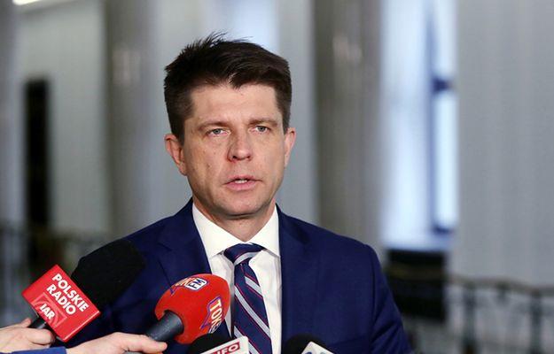 """Koniec miesiąca miodowego """"zjednoczonej opozycji""""? Wyjazd Petru premiuje Schetynę"""