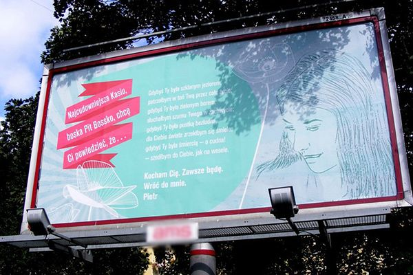 Miłosny billboard w Poznaniu. Mężczyzna walczy o odzyskanie ukochanej