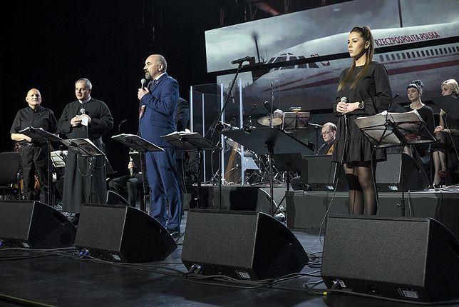 Twórcy przekonywali, że koncert ma pobudzić do zadawania pytań