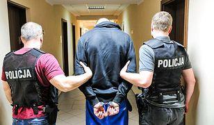 Jeśli policjanci, którzy odpowiadali za konwój Adama D. okażą się winni niedopełnienia obowiązków, grożą im 3 lata więzienia