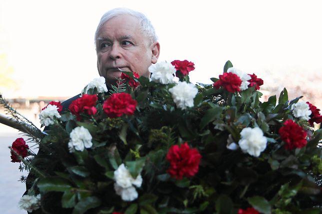 Prezes PiS Jarosław Kaczyński na Wawelu w 9. rocznicę uroczystości pogrzebowych Lecha i Marii Kaczyńskich