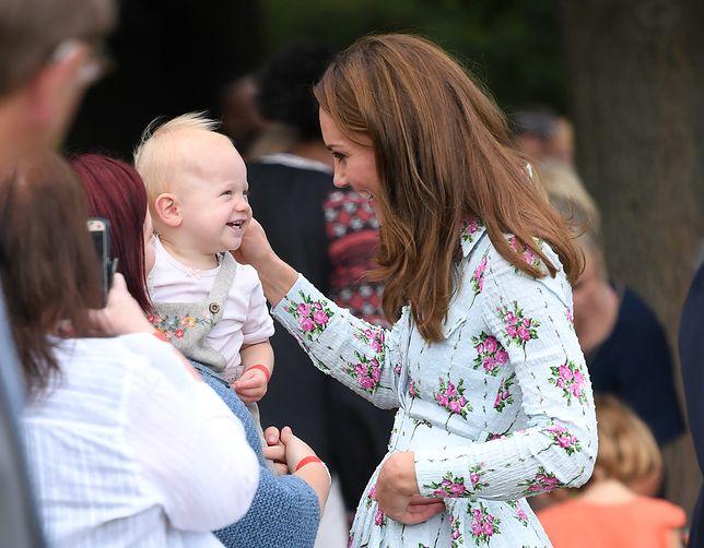 Kate Middleton bawiła się z dzieckiem i opowiedziała, jaki jest Louis. Nagranie robi furorę