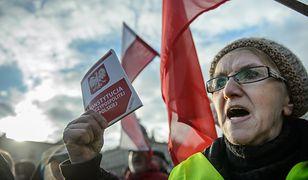 Marcin Makowski: Konstytucja na krzyżu i połamanym opłatku. Nie róbcie sekty z walki o demokrację
