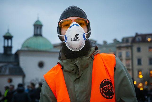 Krakowska Masa Krytyczna przeciwko smogowi. Temat ten wzbudza słuszne społeczne oburzenie.
