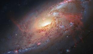 Czy czarną dziurą w centrum naszej galaktyki podróżują obcy?