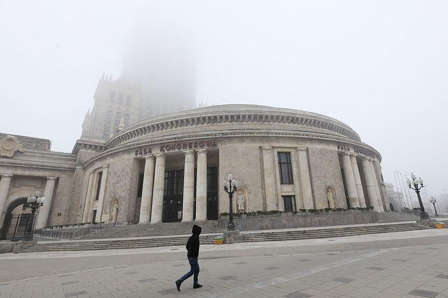 Warszawa. Mroźny i mglisty poranek w piątek, 17 stycznia 2020 r.