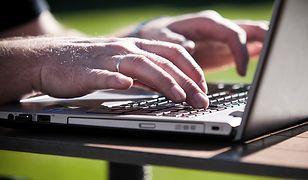 Dzieci w sieci. Rodzice coraz częściej rejestrują narodziny dziecka przez Internet