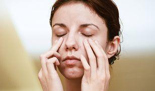 Sińce i worki pod oczami można łatwo zniwelować.