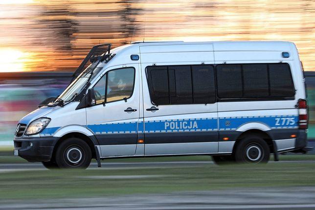 Warszawa. Wypadek na Trakcie Brzeskim. Zderzenie czterech aut. Jedna osoba nie żyje